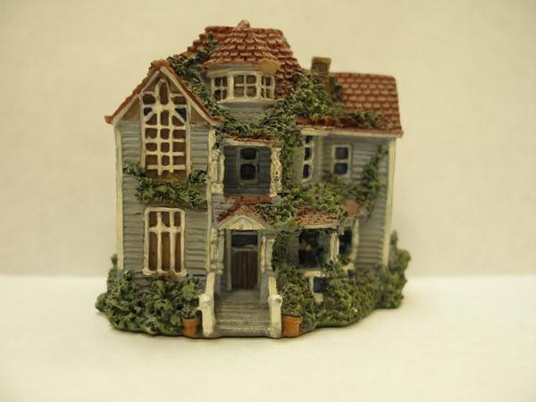 17410 - Resin Dollhouse for Dollhouse
