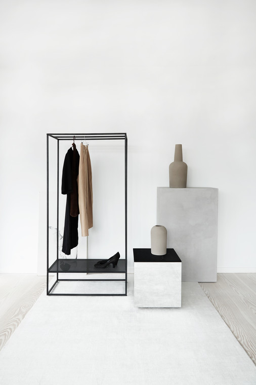 KRISTINA DAM - GRID COAT STAND BLACK