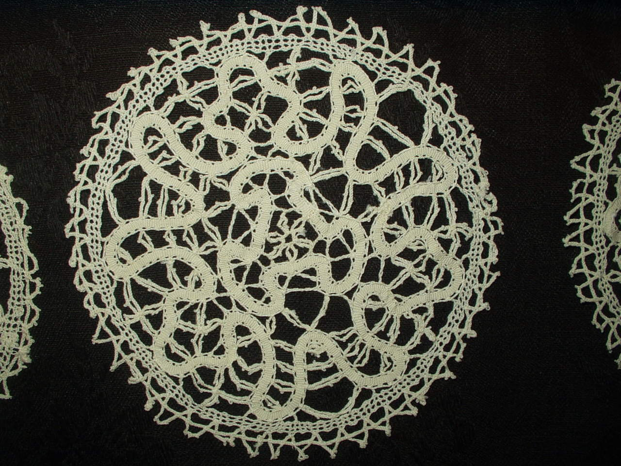 Antique Vintage Hand Made Cantu Bobbin Lace Edwardian 1920 Table Doily Mats