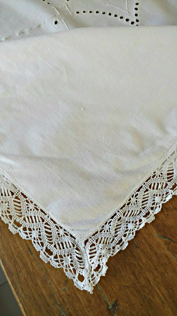 Vintage Tablecloth White Daisy Embroidery Cutwork Lace Trim Edging