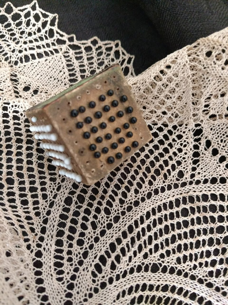 Nuess Sewing Pin Cube White And Black Glass Head Germany Victorian