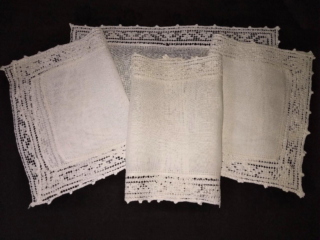 4 Antique Linen Placemats Hand Crochet Filet Lace Edging 1920 1930