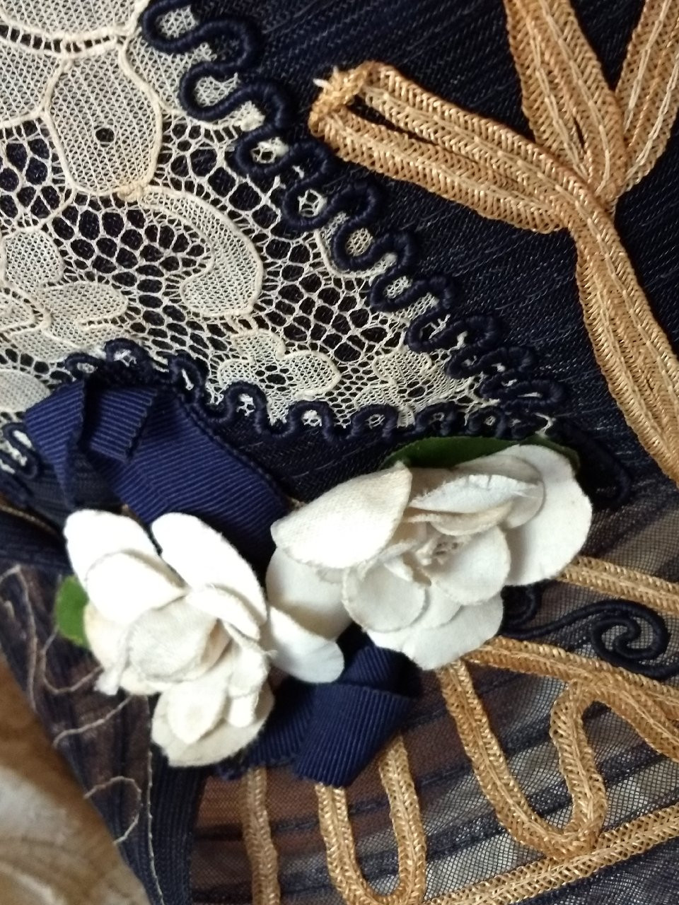 1920 Flapper Horsehair Straw Cloche Navy Tan Lace Fabric Flowers