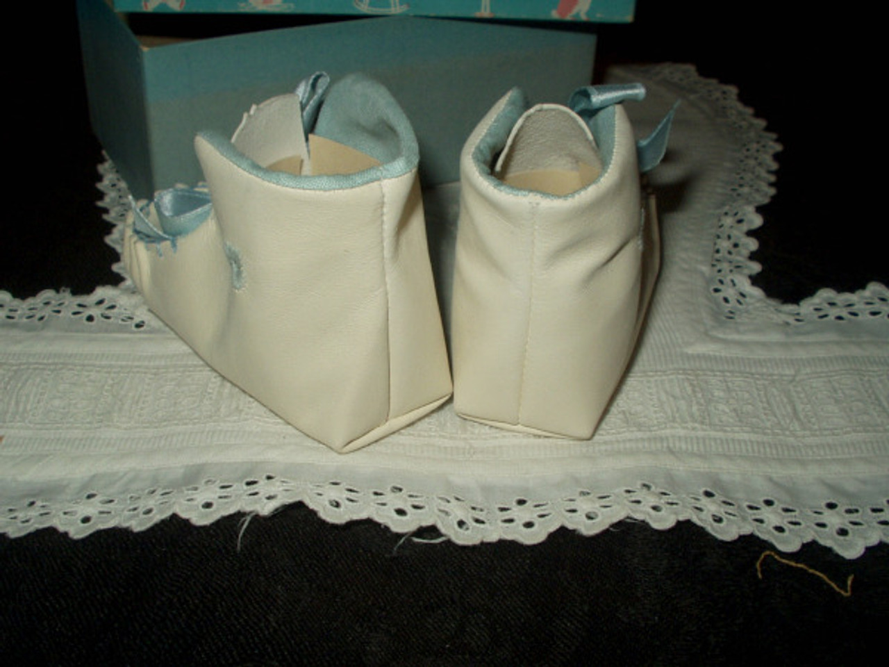 Antique Vintage Edwardian 1920 White Leather Baby Shoes Mint Condition In Box