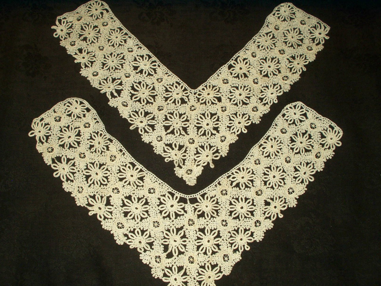 2 Vintage Hand Tatted Tablecloth Corner Inset Trim Embellishment
