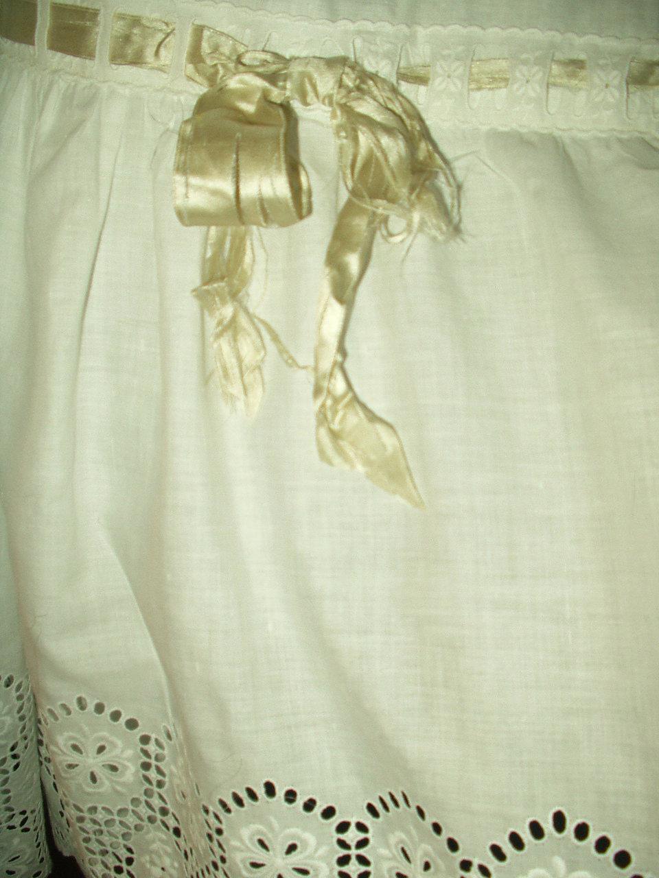 Dresser Une Table À L Anglaise antique victorian edwardian white petticoat slip broderie anglaise ruffle  trim