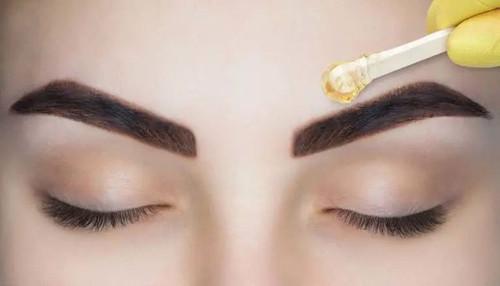 Waxing (Eyebrows)