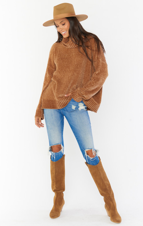 SHOW ME YOUR MUMU FATIMA TURTLENECK SWEATER IN CARAMEL CHENILLE