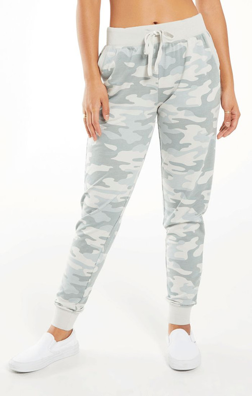 Z SUPPLY CAMO PANT IN DUSTY SAGE