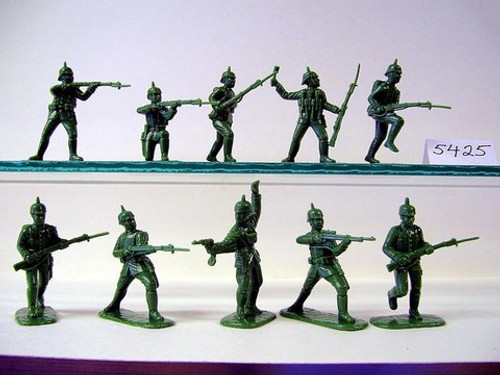 Armies In Plastic 5425 1/32 WWI German Army: Pickelhaube Helmet 1914 - 1916 Toy Soldiers a