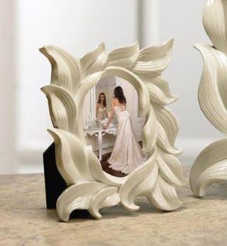 White Resin Leaf Picture Frames, Set of 2
