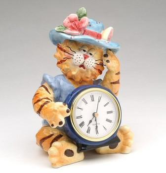 Sleepy Dolly Cat Clock