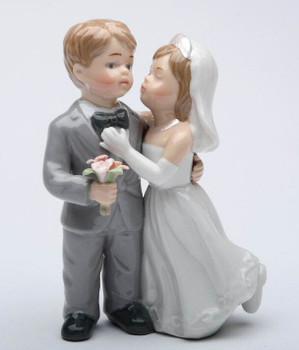 Kissing Wedding Couple Porcelain Wedding Figurine Sculpture