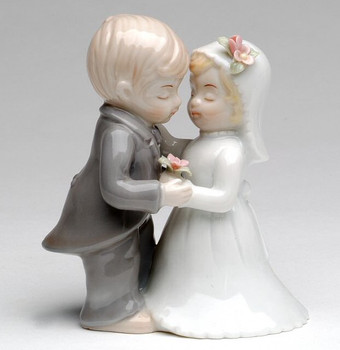 Miniature Wedding Couple Porcelain Sculpture