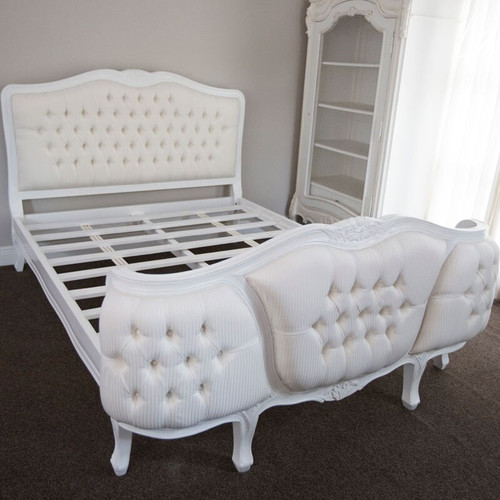 LOUIS DEEP BUTTONED BED