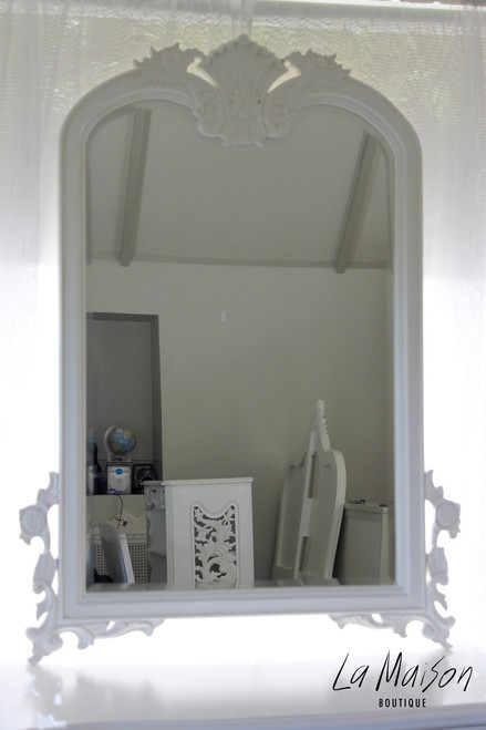 SHELL CARVED MIRROR | Antique White