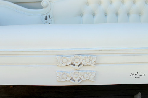 GRAPE CARVED CHAISE LONGUE | White