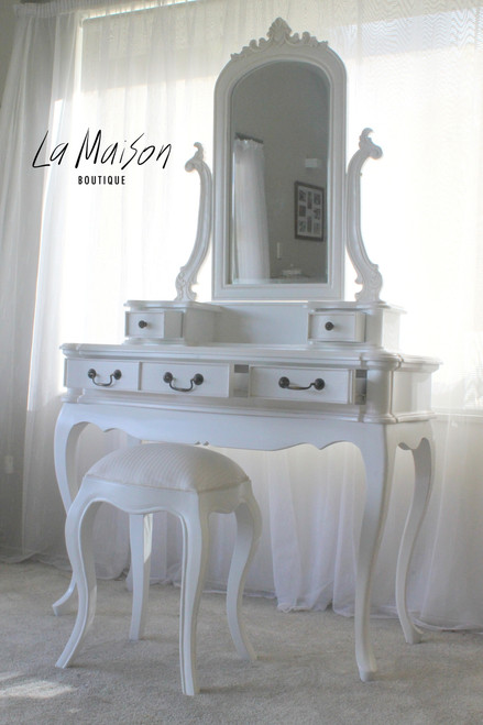 SHABBY THREE DRAWER DRESSING TABLE | White