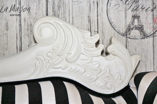FLOWER CARVED CHAISE LONGUE | Black & White