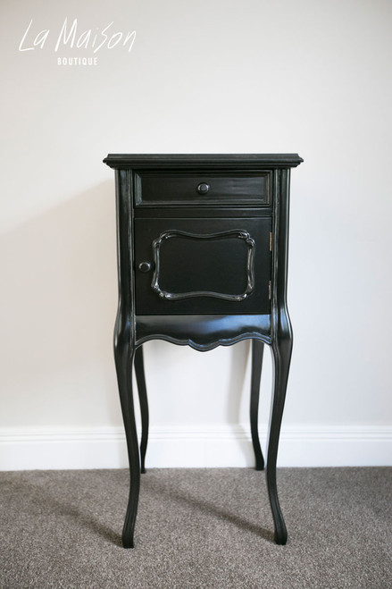 LEONNIE BEDSIDE TABLE WITH DOOR | Black