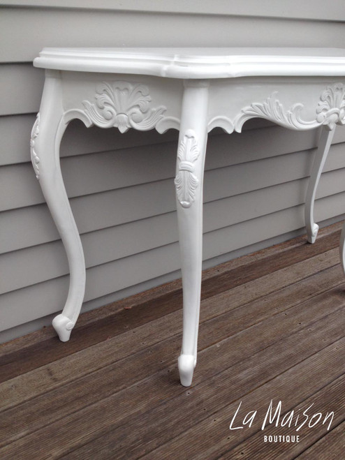 SERPENTINE WALL TABLE | Pure White