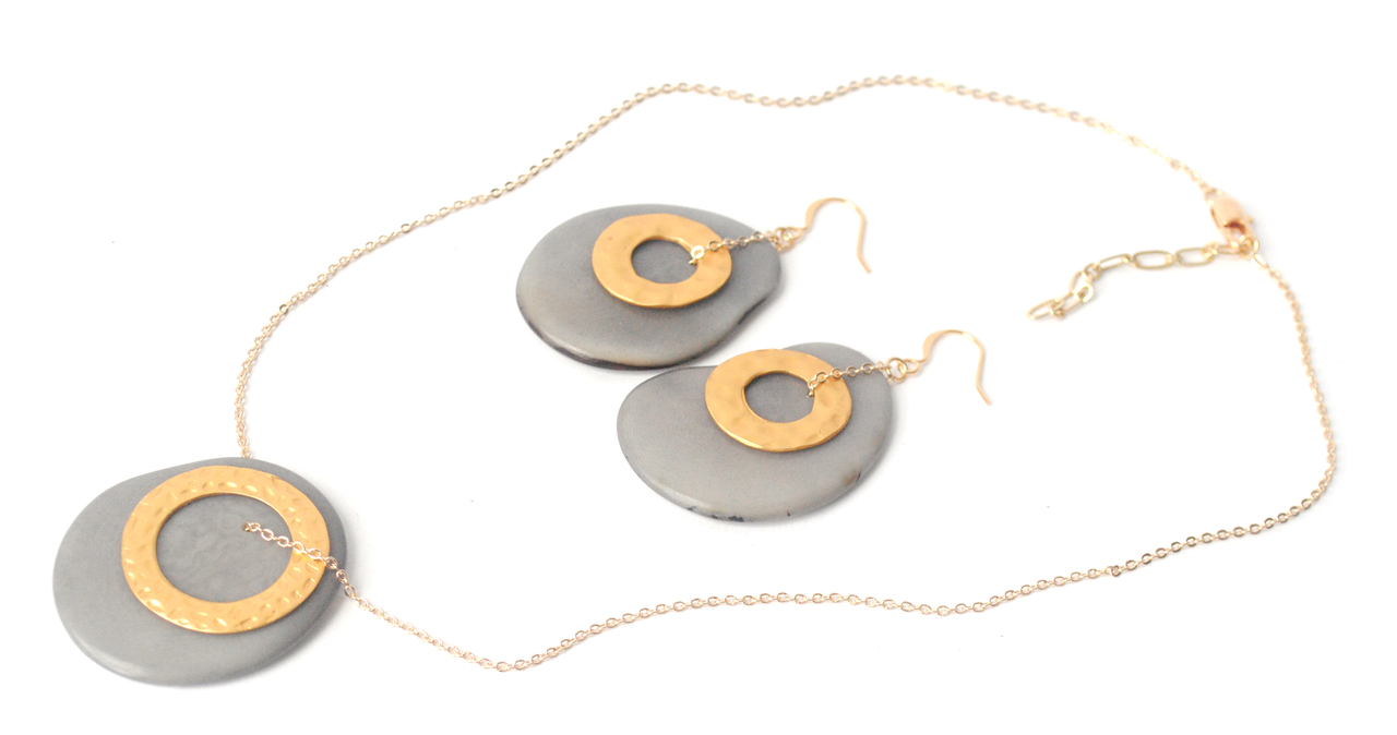 Solar Eclipse Necklace – Gray