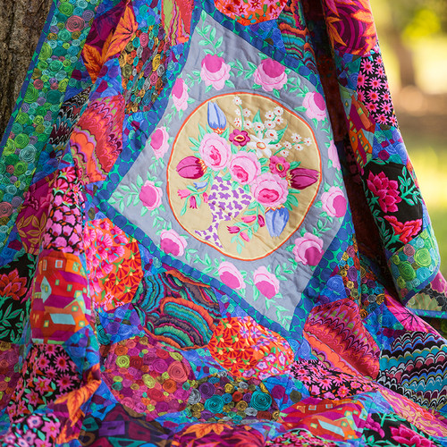 """Cameo"" Free Medallion Quilt Pattern designed by Liza Prior Lucy from Free Spirit Fabrics"