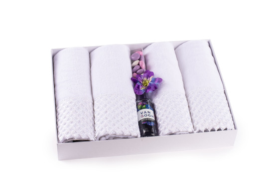 Fingertip Towels With Mints And Liquor