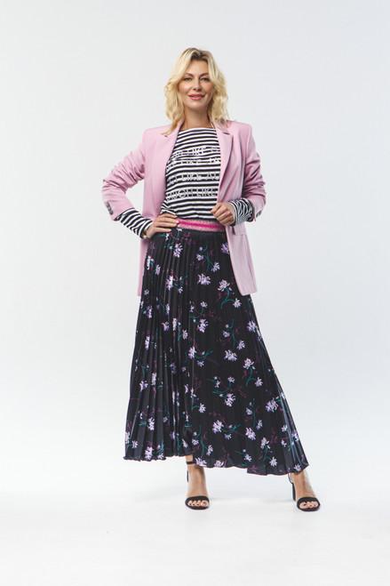Pleated black skirt with elastic waistband