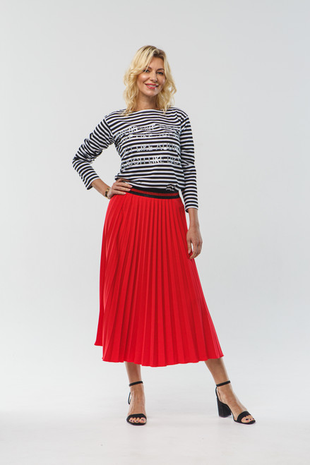 Pleated red skirt with elastic waistband