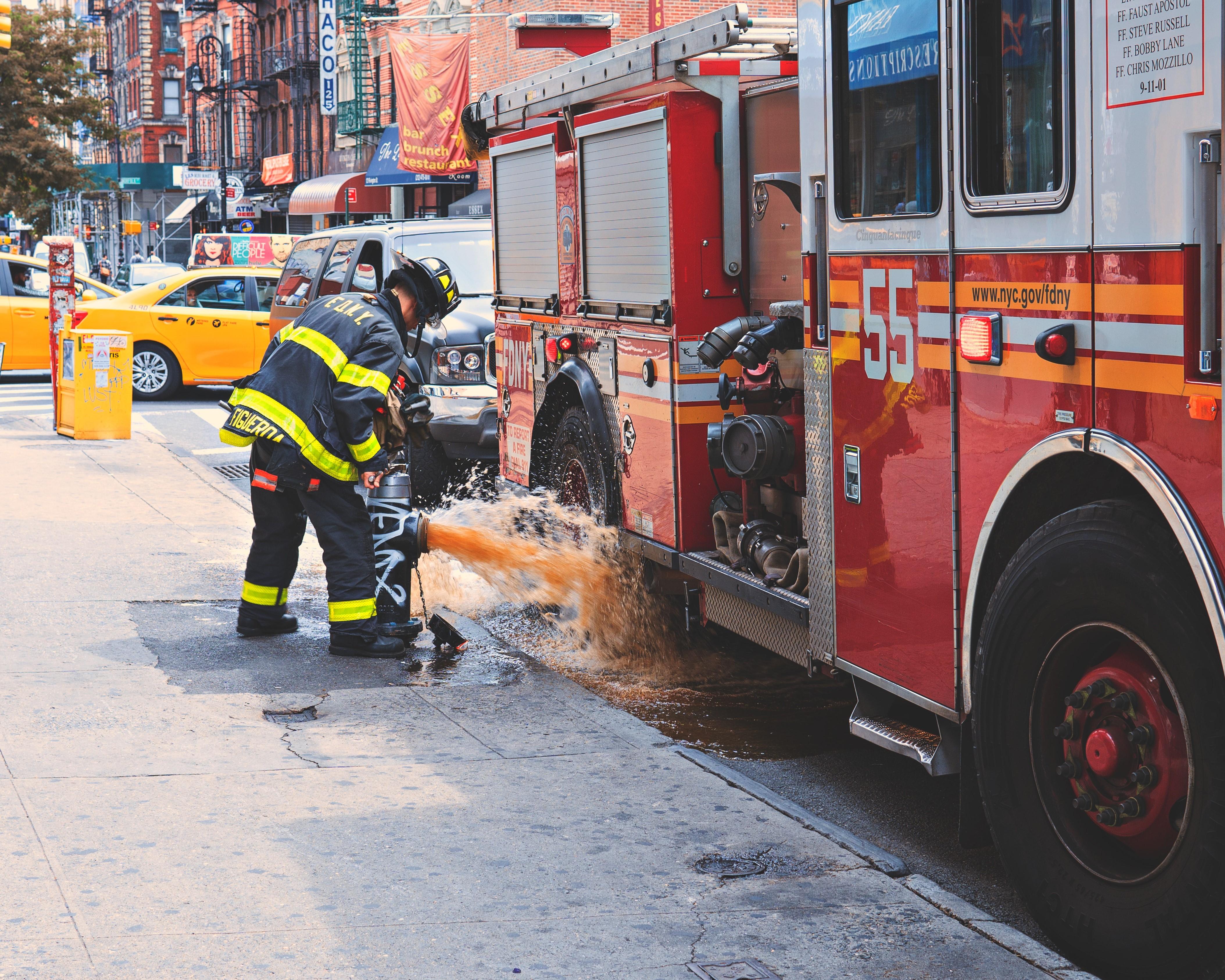 cars-city-fire-truck-firefighter-580117-resized.jpg