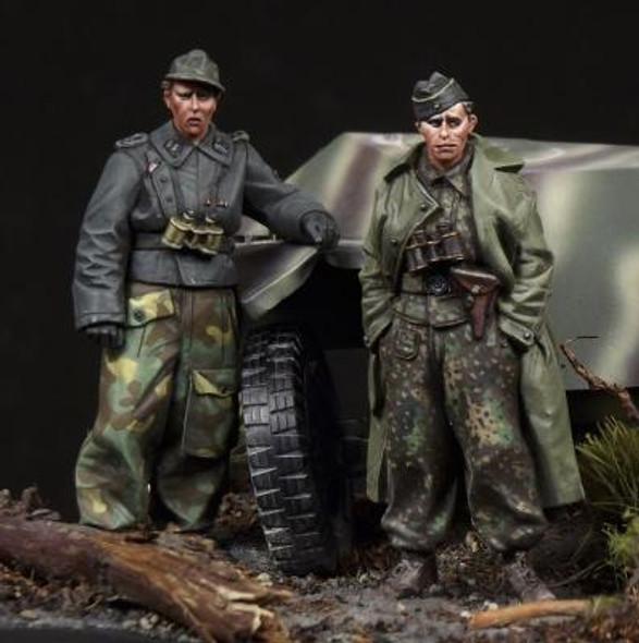 SS panzer recon crew
