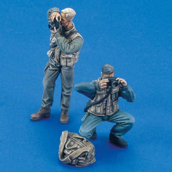 Photographers (2 figures)