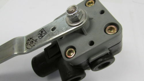 New Air Height Leveling Control Valve 52341-Q135 Replace for Freightliner