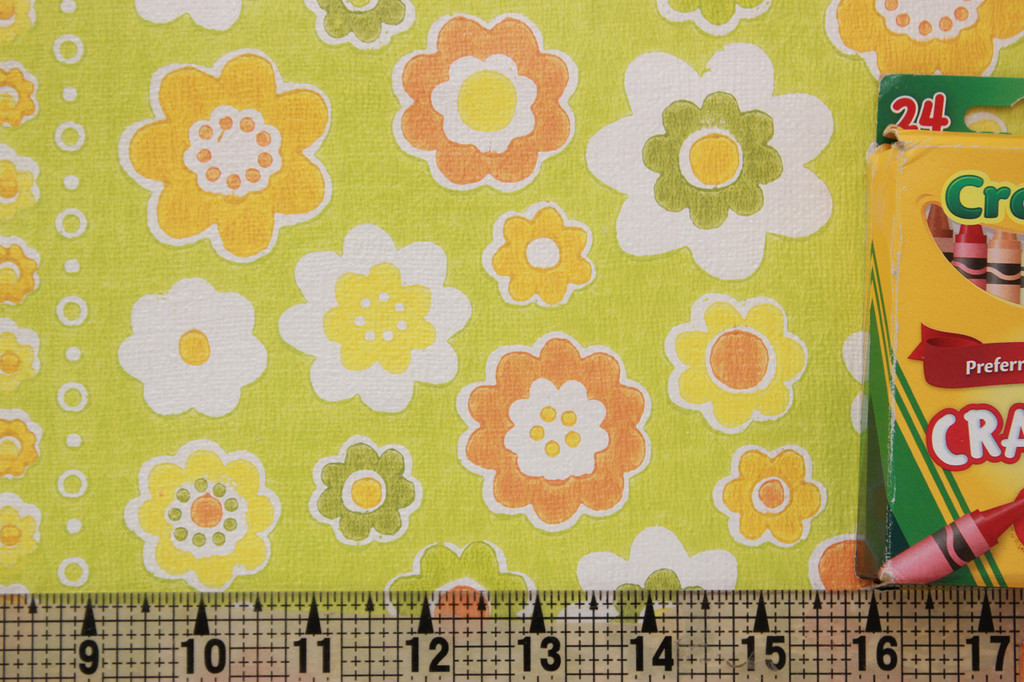 1970s Vintage Wallpaper Flowers on Green