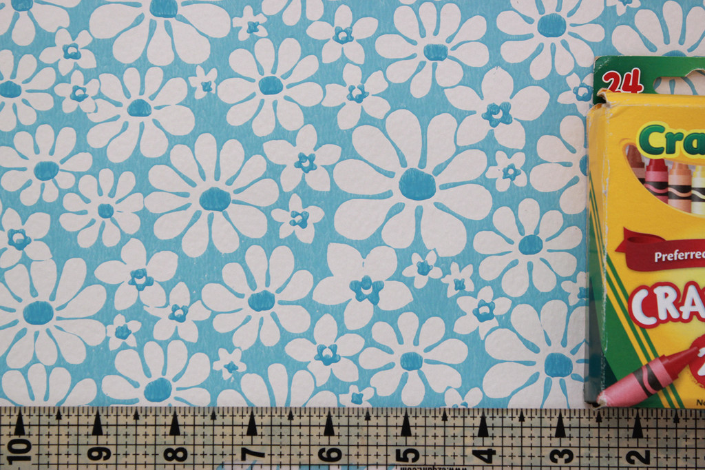 1970s Vintage Wallpaper White Daisies on Blue