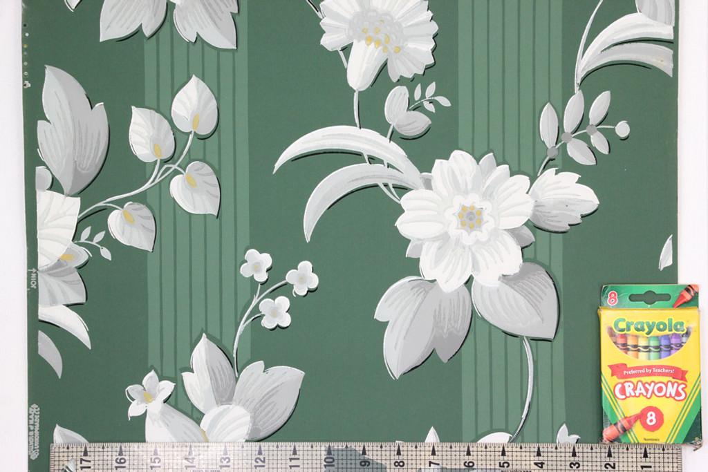1940s Vintage Wallpaper White Flowers on Green