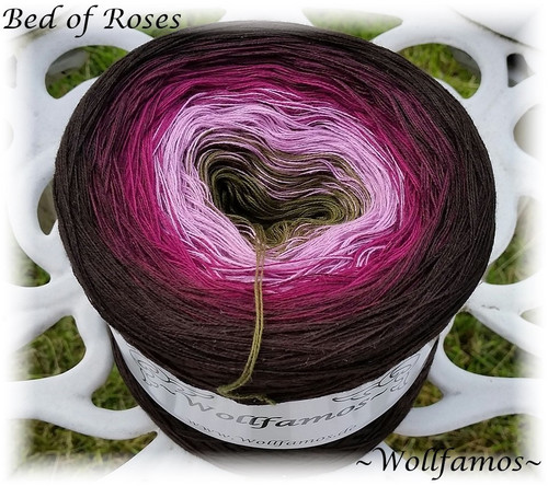 Wollfamos - Bed of Rose  (10-3)s