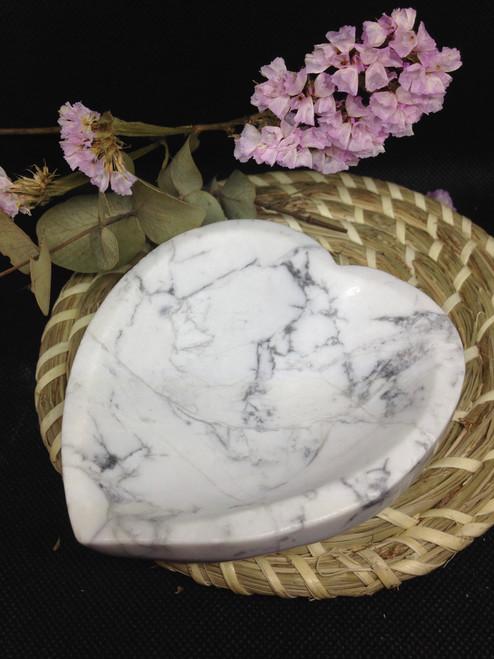 Howlite bowl