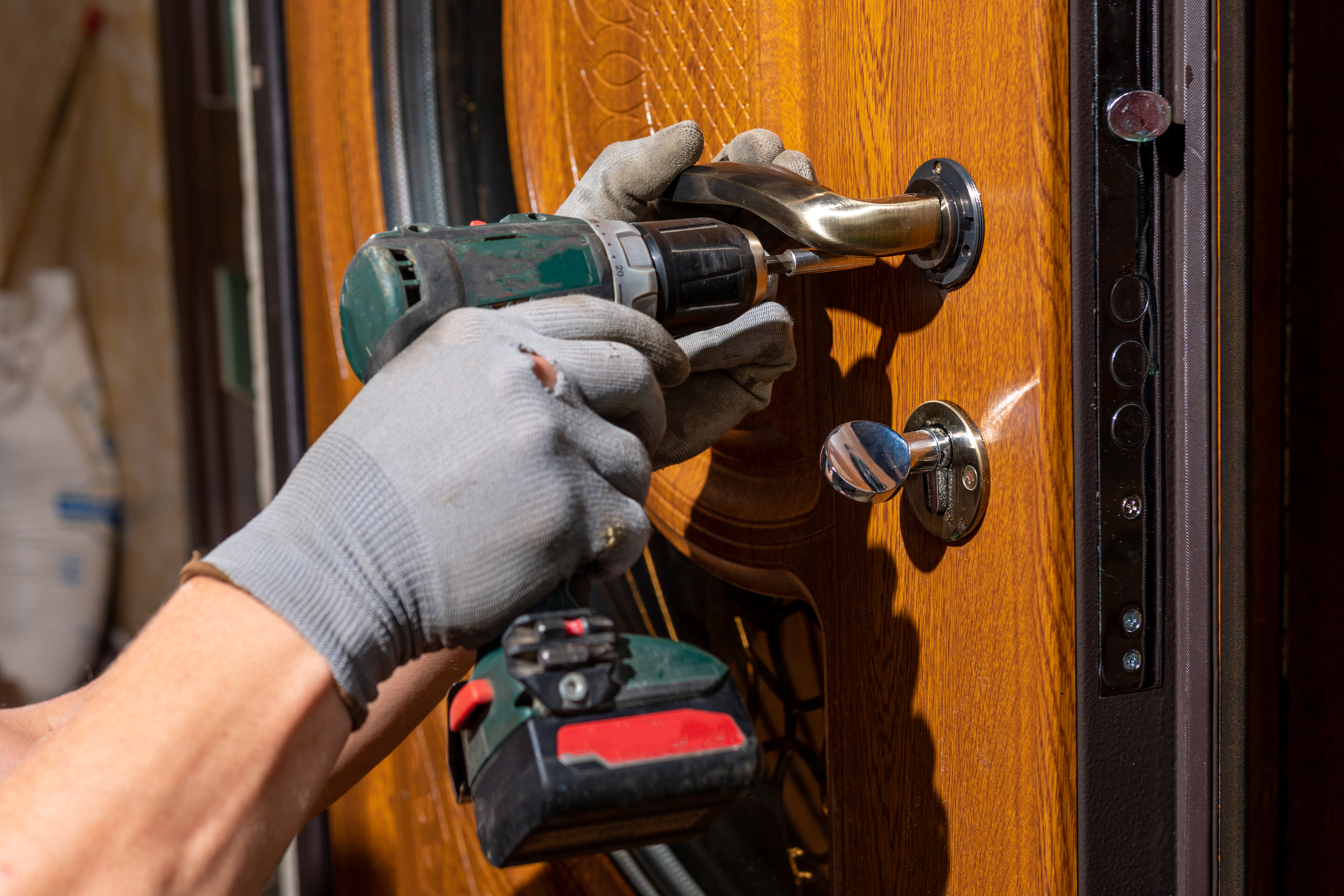 master-worker-installs-lock-front-door-metal-doors-with-polymer-coating.jpg