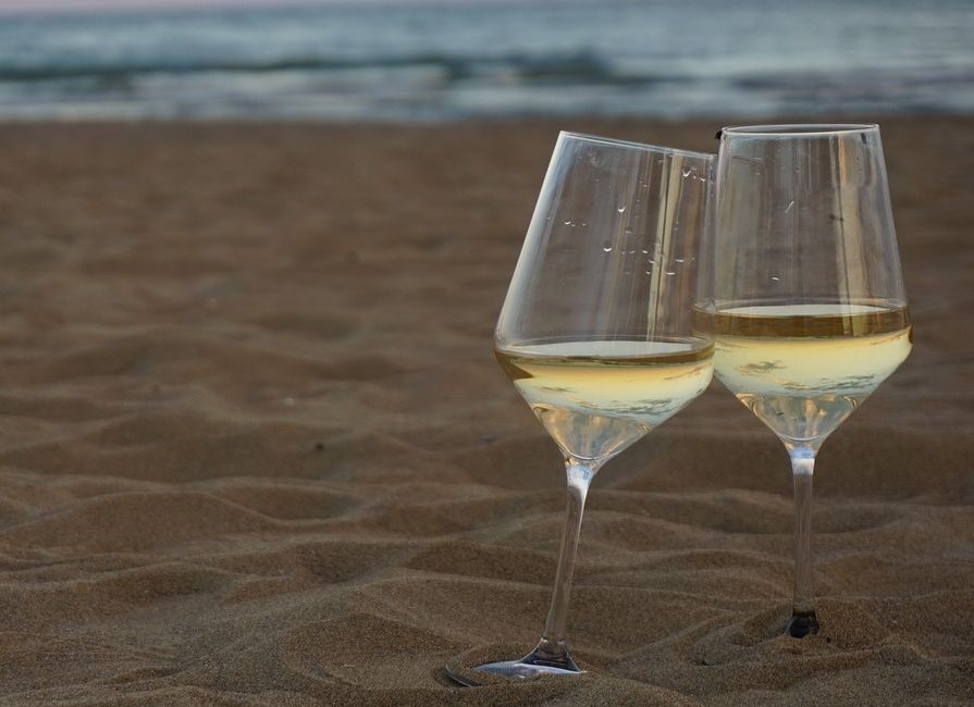 beach-wine-glasses.jpg