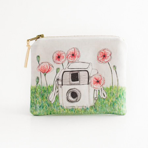 5f91be13ad3802 Poppy Vintage Camera Makeup Bag - Click   Co Store