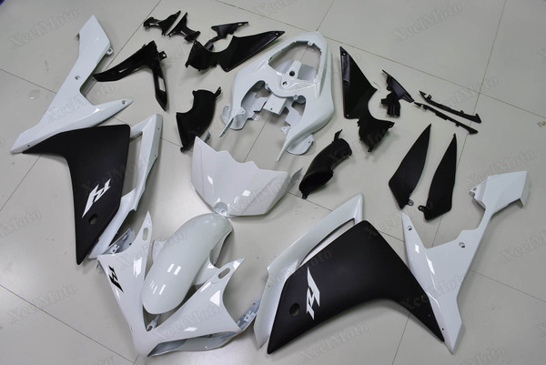 2007 2008 Yamaha R1 white and black fairings