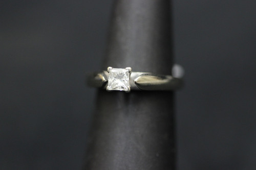 14K White Gold 0.50ct Princess Cut Cathedral Knife Edge Setting Engagement Ring - Sz 4.75