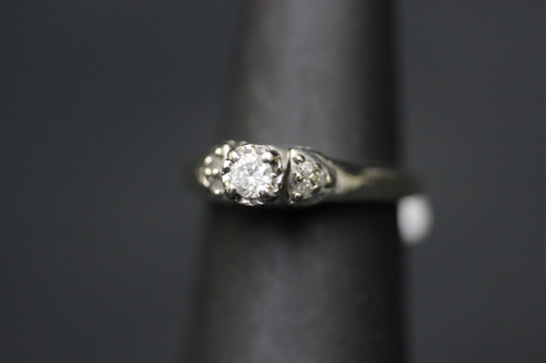 10K White Gold Vintage Illusion Solitaire Diamond with Accents Ring - Sz 4