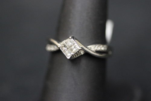 10K White Gold  Twist Split Shank 0.72cttw Diamond Ring