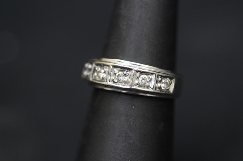 10K White Gold Diamond Wedding Band - 0.25cttw