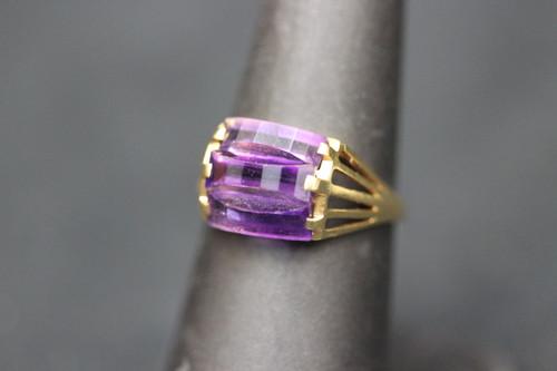 18k Yellow Gold Split Shank Stair Step Purple Stone Ring - Sz 6.75