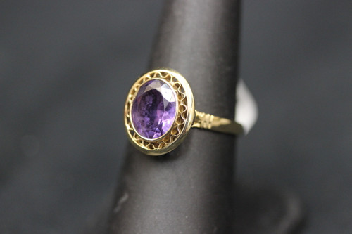 18K Yellow Gold Vintage Style Cocktail Ring w Purple Stone - Sz