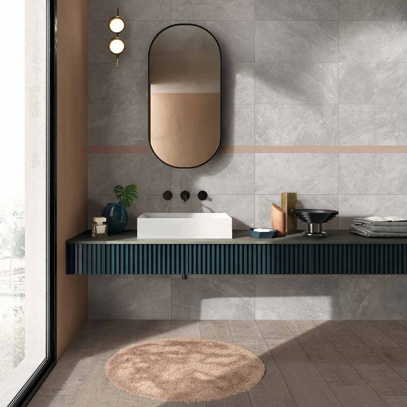 Tus Mono Griege 30x60 Bathroom Wall with Rosso Insert and Plank Floor